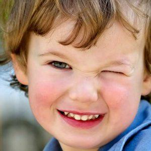 دروغ کودک 300x300 - چطور دروغ کودکان را تشخیص دهیم؟ | راهکارهای تشخیص دروغ کودک چیست؟