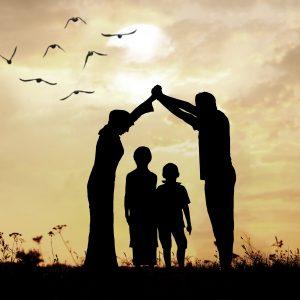 پدر و مادر 300x300 - نقش پدر در بهبود احساسات مادر نسبت به فرزند
